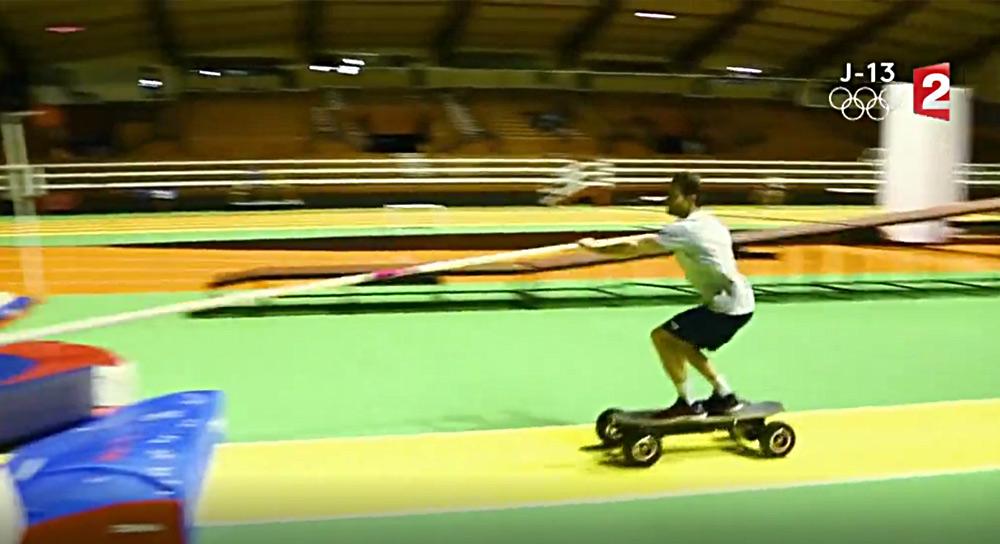 Stade 2 et Redbull mettent Baptiste Boirie et son skate électrique cross 1000 V4 à l'honneur !