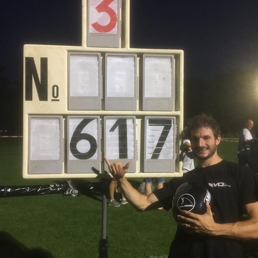 6m17 en saut à la perche en skate électrique Evo-Spirit - Record du monde battu