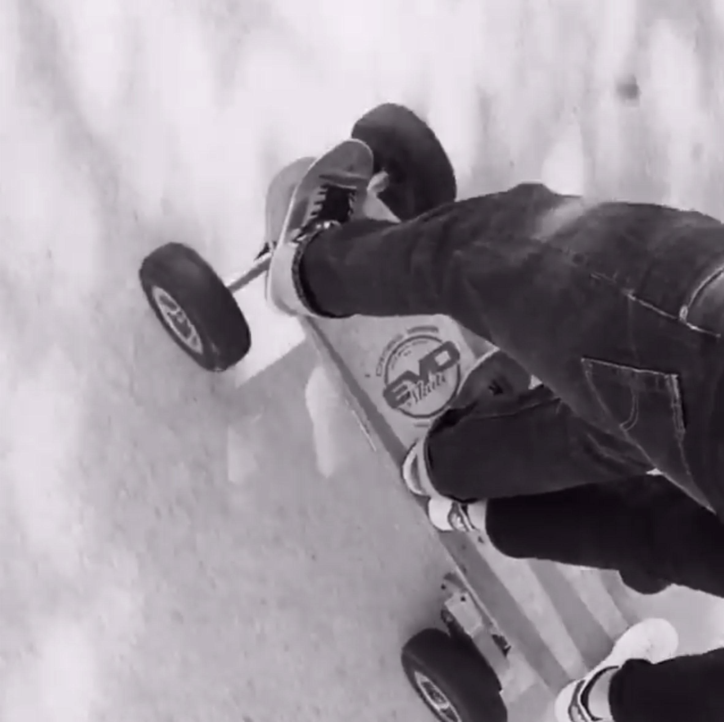 skate électrique cross tout terrain en couple