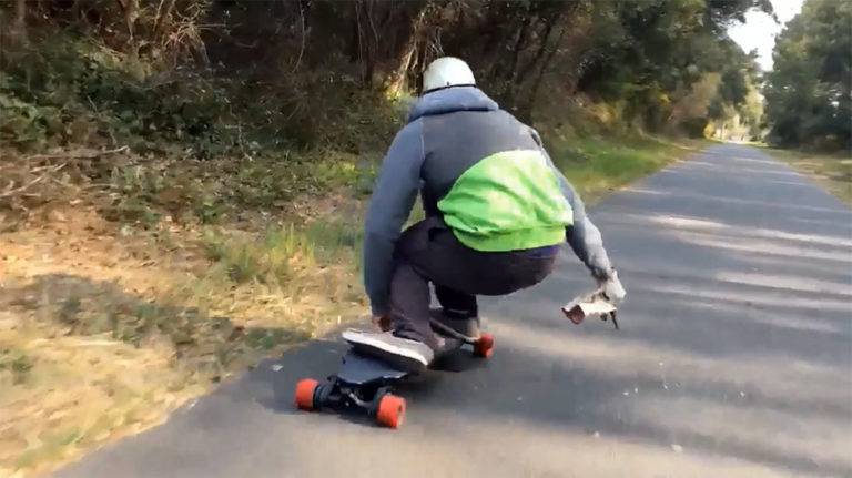 Doudmje-en-Switcher,-le-skate-electrique-convertible-tout-terrain-et-longboard 1