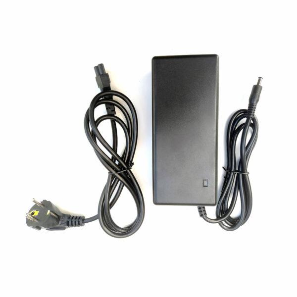 chargeur-skate-électrique-2A-avec-connecteurs-DC2.5-pour-les-batteries-7Ah-et-11.6-Ah--