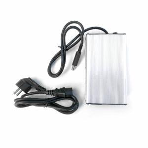 chargeur-skate-électrique-4A-avec-connecteurs-Lumberg-pour-batteries-14-Ah
